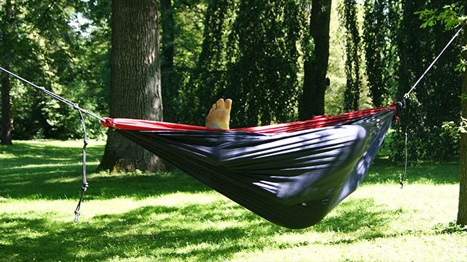 Hängematte Im Garten: Die Besten Modelle & Alles, Was Du Wissen ... Hangematten Mit Gestell Garten