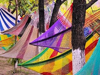 Netzhängematten in bunten Farben